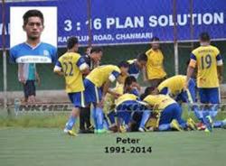 Cầu thủ mất mạng vì cú Santo ăn mừng bàn thắng
