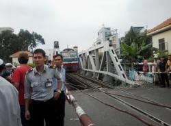 Tàu phải dừng khẩn cấp vì người nằm giữa đường ray