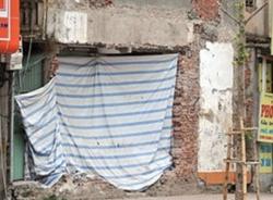 Choáng với bức tường cao hơn 1 mét giá tỷ bạc ở Hà Nội