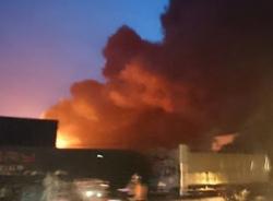 Đang cháy lớn tại xưởng sản xuất mút xốp ở Hưng Yên