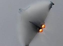 Không quân Anh dọa bắn hạ máy bay Latvia