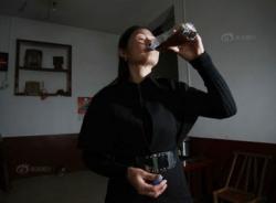 Cả làng uống nước pha phân súc vật để... khỏe mạnh