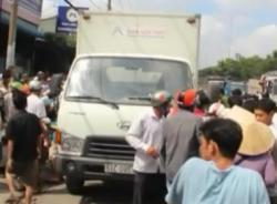 Lùi xe không quan sát, xe tải cán chết 1 phụ nữ