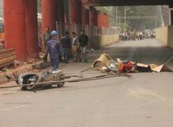 Video hiện trường vụ rơi thép tại đường sắt trên cao, một người chết
