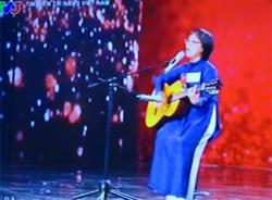 Vietnam's Got Talent 2014 tập 8: Vì sao Huy Tuấn dùng nút quyền lực cho cô giáo 55 tuổi?