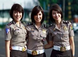 Nữ cảnh sát Indonesia đau đớn vì bị kiểm tra trinh tiết
