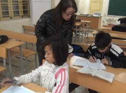 Cô giáo 18 năm dạy dỗ trẻ em xóm nghèo ven sông Hồng