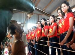 Người đẹp Hoa hậu Việt Nam 2014 xem cảnh rợn người ở nhà tù Phú Quốc
