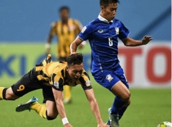 Thái Lan quật ngã Malaysia giành vé đầu tiên vào bán kết