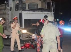 Xe tải tông xe máy, một người tử nạn