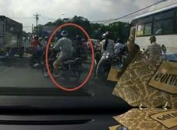 Clip 3 xe máy dàn cảnh cướp đồ táo bạo tại TP.HCM