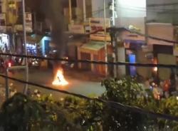 Ăn mừng chiến thắng của tuyển Việt Nam, xe của 'dân bão' bốc cháy giữa đường