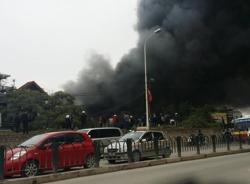 Clip hiện trường vụ cháy chợ Nhật Tân tại Hà Nội