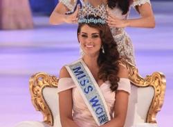 Clip giây phút đăng quang của tân Hoa hậu Thế giới Rolene Strauss