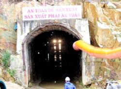Clip hiện trường vụ sập hầm thủy điện, 12 công nhân mắc kẹt