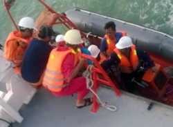 Phát hiện 2 thi thể đang phân hủy nghi trên sà lan chở 5 người mất tích