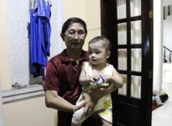 Đã giao bé trai bị bỏ rơi trên taxi cho trung tâm Tam Bình