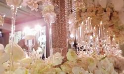 Không gian cưới 'ngợp thở' trong những cánh hoa