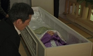 Bài học chữ hiếu và câu chuyện về cậu con trai út trong đám tang mẹ