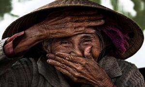 Bức ảnh cụ bà Việt đẹp nhất thế giới của nhiếp ảnh gia Pháp được mua giá 10.000 USD