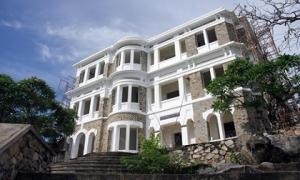 Biệt thự kiến trúc Pháp tuyệt đẹp bỏ hoang giữa Vũng Tàu