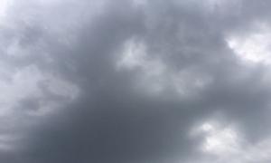 Hà Nội: Mây đen bao phủ, chuẩn bị có mưa dông lớn, đề phòng gió mạnh