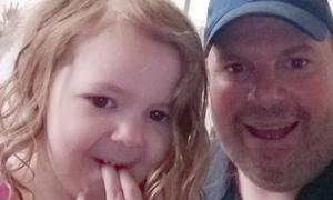Nhờ chiếc bánh pizza, nhân viên cửa hàng đồ ăn nhanh đã phát hiện ra kẻ bắt cóc bé gái 4 tuổi dù cách đó hơn 8.000km
