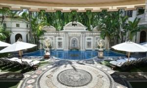 Bên trong lâu đài hóa khách sạn 5 sao của ông hoàng thời trang Versace