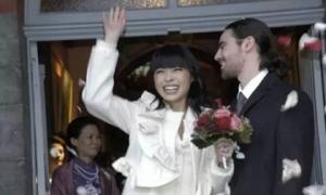 Bị chê miệng rộng xấu xí nhưng cô gái Trung Quốc vẫn 'đốn tim' hoàng tử châu Âu điển trai