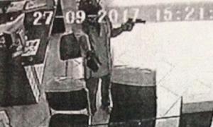 Phát hiện túi xách, trang phục nghi của kẻ cướp ngân hàng ở Vĩnh Long