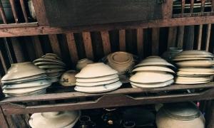 Vì sao trong phong thủy nói đừng tùy tiện vứt bát ăn cơm đi dù sứt, dùng đúng cách sẽ tài lộc dồi dào?