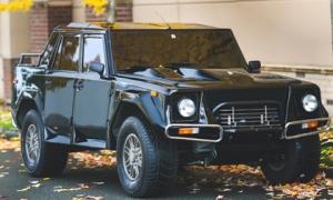 Siêu SUV hiếm Lamborghini LM002 được bán giá 467.000 USD
