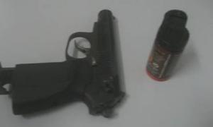 Cảnh sát đặc nhiệm kể phút giải cứu bé gái bị bố ngáo đá có súng khống chế