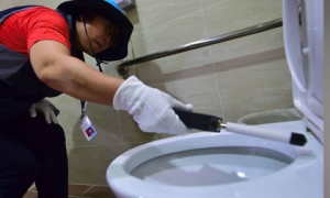 Cách phát hiện có camera quay lén trong nhà vệ sinh công cộng