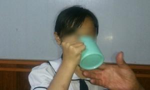 Hành vi phạt uống nước giẻ lau của cô giáo 'độc ác' như thế nào đối với học trò?