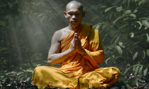 Tránh khẩu nghiệp, Đức Phật dạy 5 cách nói thiện lành