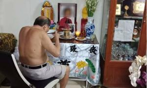 Có một tình yêu đậm sâu đằng sau cụ ông 86 tuổi ngày nào cũng ngồi ăn cơm bên di ảnh người vợ đã khuất