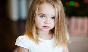6 lời khen làm hỏng con gái của bạn