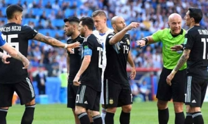 """Nổi loạn ở Argentina: 'Đại ca' Messi & đồng đội """"lật ghế"""" HLV, già trẻ đánh nhau"""
