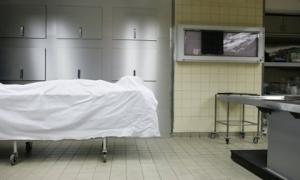 Bị tuyên bố đã chết, người phụ nữ bất ngờ sống lại trong nhà xác