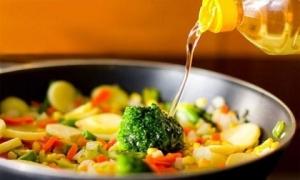 Sự thật nếu nấu nướng bằng dầu thực vật kéo dài có thể gây ung thư
