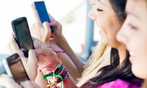 Quên 5 điều này khi cho con dùng điện thoại, kẻ xấu sẽ có cơ hội gây nguy hiểm