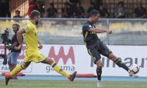 Ronaldo ra mắt mờ nhạt, Juventus thắng chật vật phút bù giờ