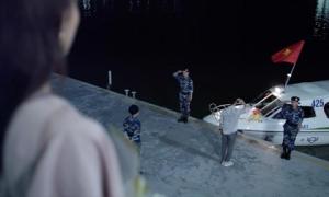 Không đủ tiền quay trực thăng như bản Hàn, Hậu Duệ Mặt Trời Việt dùng ca nô gây tranh cãi