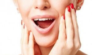 Người phụ nữ không mở nổi miệng, mặt biến dạng vì loại đồ uống nhiều người nghiện