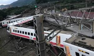 Đài Loan: Tàu trật bánh, hơn 143 người thương vong