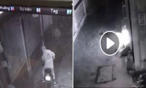 Kẻ đổ xăng phóng hỏa trả thù chủ nhà vì bị nhắc đi 'tiểu bậy' bị xử lý thế nào?