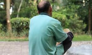 Kết hôn với cụ ông 65 tuổi, cô gái trẻ bất ngờ trở thành... mẹ của người yêu cũ