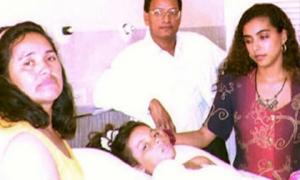 Nhờ cú đẩy của mẹ, bé gái thoát khỏi máy bay nổ khiến 51 người thiệt mạng