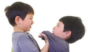 Chuyên gia bày cách nhận biết trẻ đang bị bắt nạt tại trường